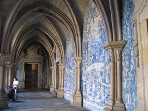 A tiled cloister in the Gothic style of Porto's largest and most sacred cathedral.