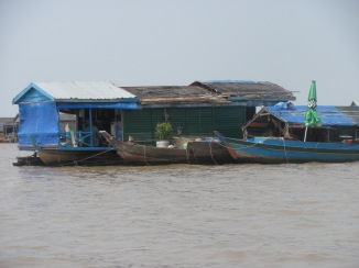 Floating fishing village on Tonlee Lake