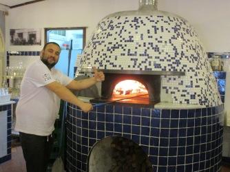Firing a Neapolitan pizza