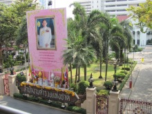 The late King Bhumibol at the sacred shrine of Erewen in Bangkok.